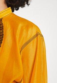 Tory Burch - RUFFLE FRONT BLOUSE - Long sleeved top - saffron gold - 6