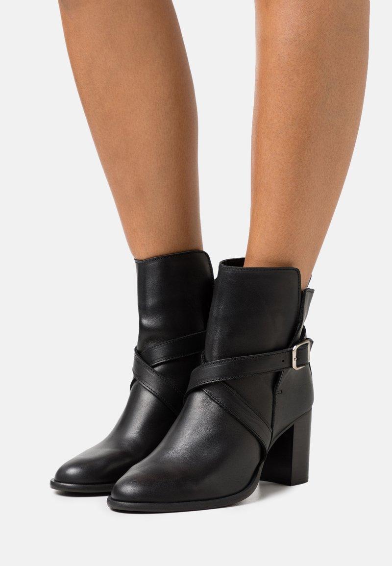 ZIGN Wide Fit - Korte laarzen - black