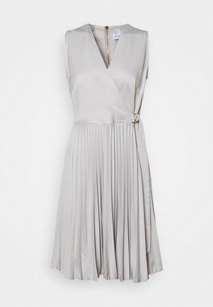 CLOSET D RING WRAP FULL SKIRT DRESS - Cocktailjurk - silver