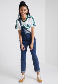 adidas Originals - REGULAR TEE - T-shirts print - white - 1