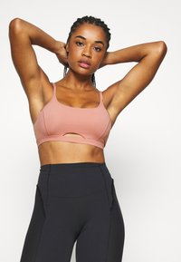 Nike Performance - INDY LUXE YOGA BRA - Sports bra - rust pink/particle beige - 0