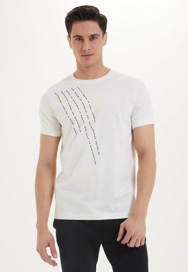 EMBRACE - Print T-shirt - coconut milk