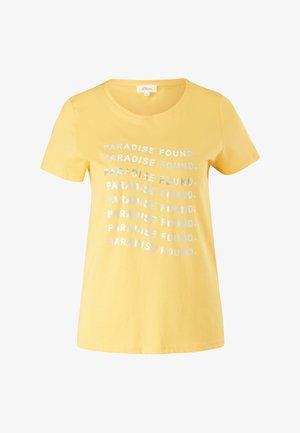 MIT SOMMERLICHEM DRUCK - Print T-shirt - sunset yellow statement print