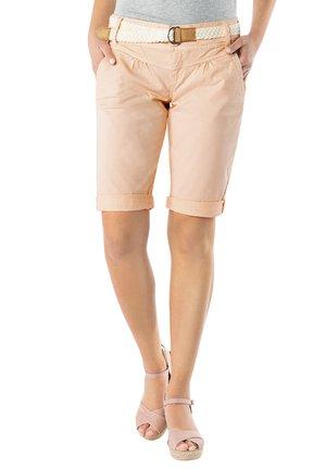 CHINO BERMUDA MIT GÜRTEL - Shorts - light-orange