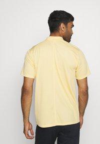 Nike Golf - DRY VICTORY SOLID - Funkční triko - celestial gold/white - 2