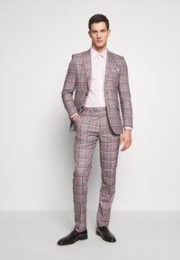 Burton Menswear London - 2 PACK - Formal shirt - pink - 1