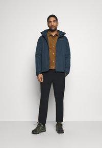 The North Face - BERKELEY OVERSHIRT UTILITY - Training jacket - utility brown - 1