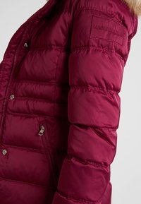 Calvin Klein Jeans - FITTED PUFFER - Dunjakke - beet red - 5