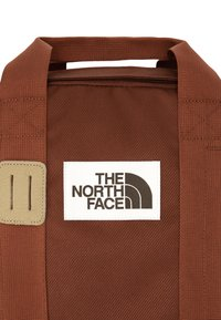 The North Face - TOTE PACK UNISEX - Batoh - brown - 4