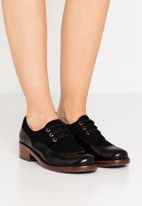 Chie Mihara - XALIS - Šněrovací boty - black - 0