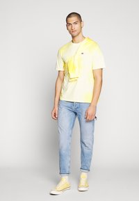 Russell Athletic Eagle R - ROCK - T-shirt con stampa - inca gold - 1