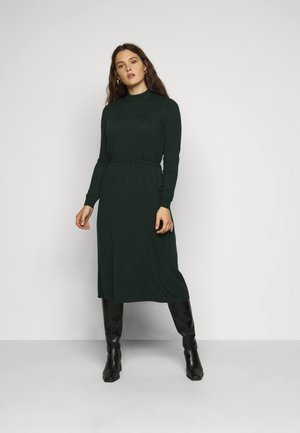 VMSHARM HIGHNECK DRESS - Strikket kjole - pine grove