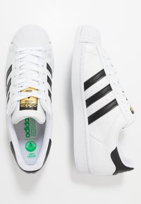adidas Originals - SUPERSTAR VEGAN - Sneaker low - footwear white/core black/green