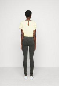 Noisy May Tall - NMCALLIE - Jeans Skinny Fit - dark grey denim - 2