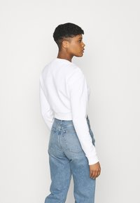 Tommy Jeans - REGULAR CROPPED TAPE CREW - Felpa - white - 2