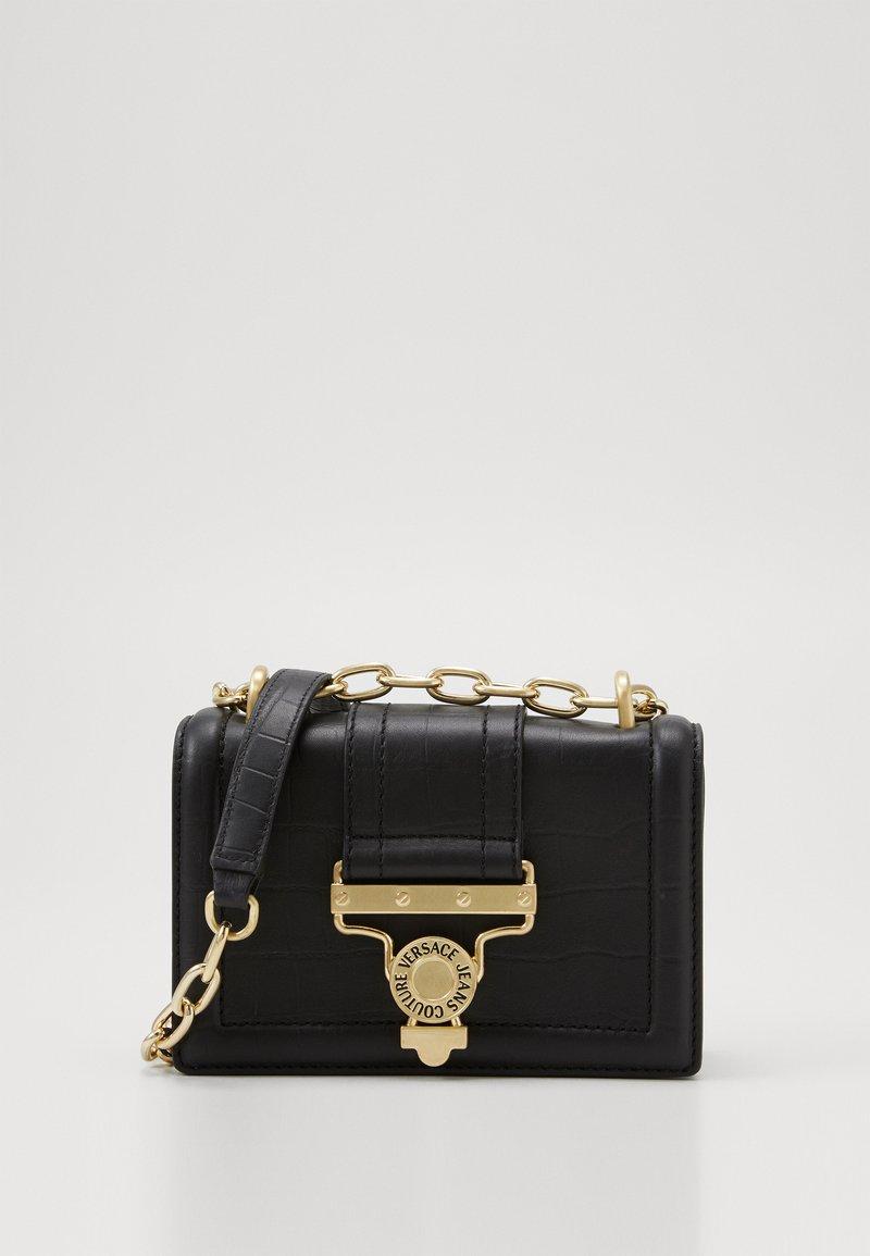 Versace Jeans Couture - CROSS BODY FLAP CHAINSALOPETTE - Across body bag - nero