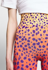 House of Holland - VIVID CHEETAH CYCLING - Shorts - orange multi - 4