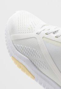 Reebok - FLEXAGON FORCE 2.0 - Zapatillas de entrenamiento - true grey/white/lemon glow - 5