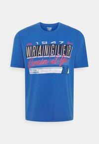 Wrangler - CAR TEE - Printtipaita - blue - 0