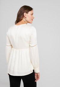 IVY & OAK Maternity - TUNIC BLOUSE - Camicetta - white - 2