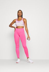 Nike Performance - ALPHA ULTRABREATHE BRA - Sujetador deportivo - pink foam/hyper pink - 1
