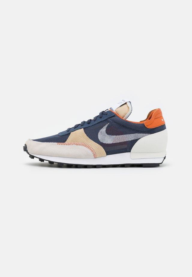 DBREAK TYPE UNISEX - Sneakers basse - thunder blue/white/sail-grain/campfire orange/black