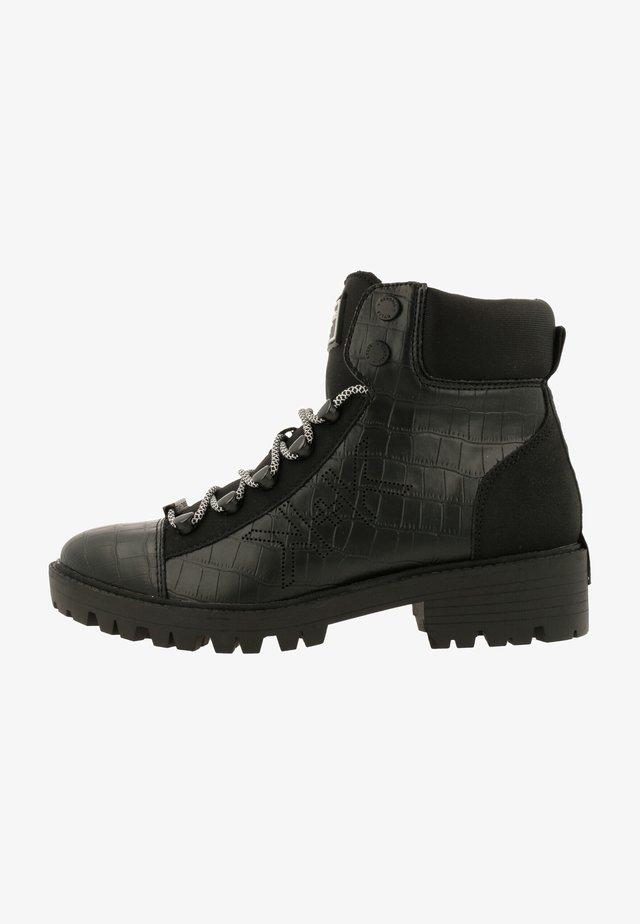 EBARI - Veterboots - black-black