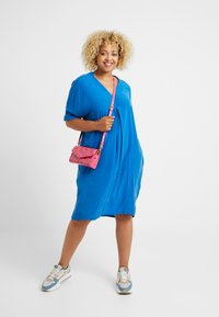 Live Unlimited London - MANDARIN COLLAR DRESS - Vapaa-ajan mekko - bright blue - 1