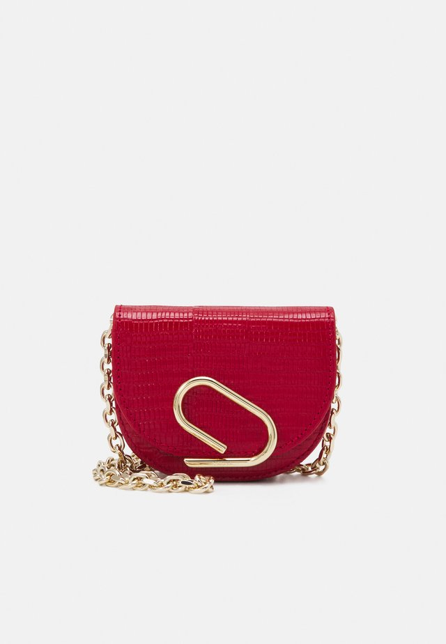 ALIX MINI CARDCASE ON CHAIN - Portefeuille - mars red