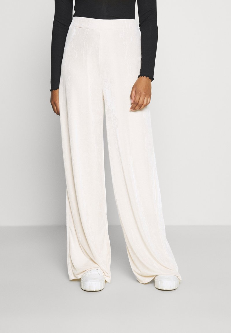 Missguided - MODESTY WIDE LEG - Tracksuit bottoms - cream