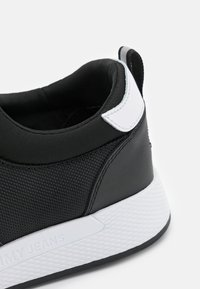 Tommy Jeans - FLEXI RUNNER - Sneakers basse - black - 5