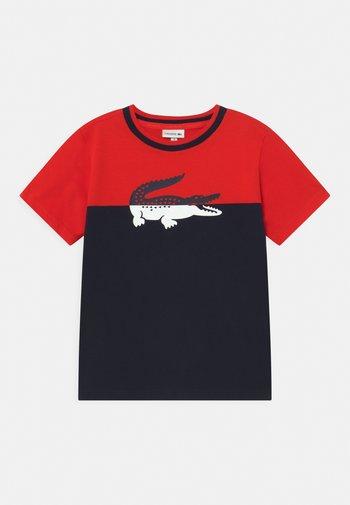 LOGO BLOCK  - Print T-shirt - redcurrant bush/navy blue
