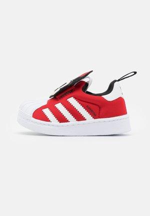 SUPERSTAR 360 UNISEX - Matalavartiset tennarit - vivid red/footwear white/core black