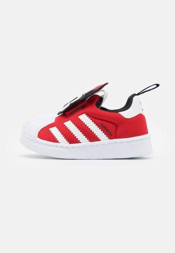 SUPERSTAR 360 UNISEX - Sneakers laag - vivid red/footwear white/core black