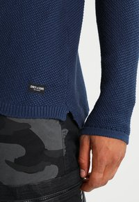 Only & Sons - ONSDAN STRUCTURE CREW NECK  - Stickad tröja - dress blues - 4