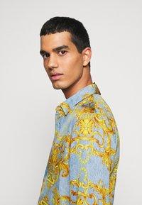 Versace Jeans Couture - PRINT BAROQUE - Shirt - azzurro scuro - 3