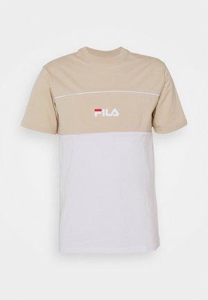 ANOKI BLOCKED TEE - Print T-shirt - oxford tan/bright white