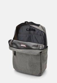 Levi's® - PACK STANDARD ISSUE UNISEX - Mochila - regular grey - 2