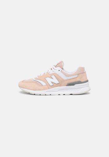 CW997 - Sneaker low - pink/white