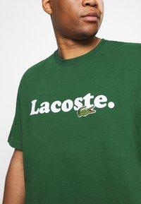 Lacoste - PLUS  - Print T-shirt - dark green - 5