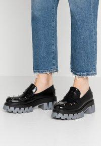 Koi Footwear - VEGAN GENSAI ASHEN PIERCED LOAFERS  - Platform heels - black shine/grey - 0