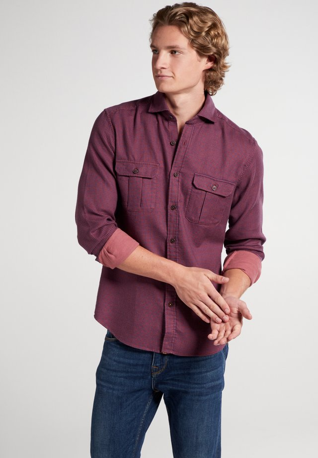 SLIM FIT - Shirt - rot/blau