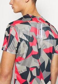 adidas Performance - RESPONSE PRIMEGREEN RUNNING SHORT SLEEVE TEE - Print T-shirt - grey/pink - 5
