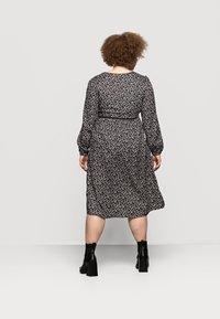 Mamalicious Curve - MLZELINA DRESS - Robe d'été - black - 2