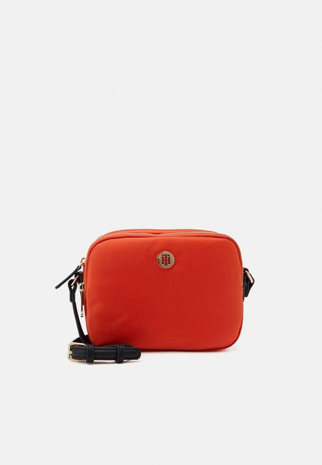POPPY CROSSOVER - Taška spříčným popruhem - orange