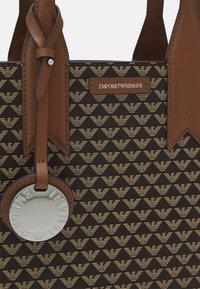 Emporio Armani - FRIDATOTE BAG - Handbag - brown/ecru/tobacco - 5