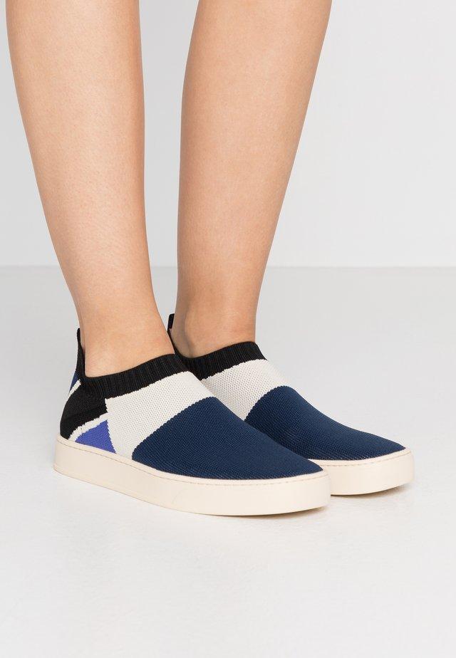 Scarpe senza lacci - cornflower blue