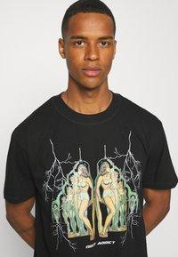 Night Addict - Print T-shirt - black - 3