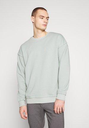 JORBAS CREW NECK - Sweatshirt - green milieu