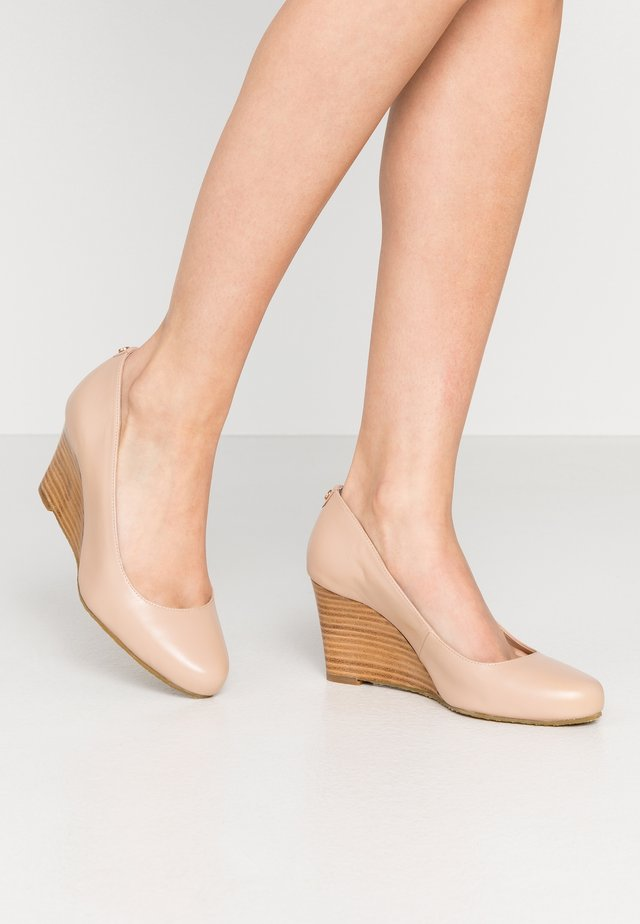 WIDE FIT ALLIXE - Wedges - nude